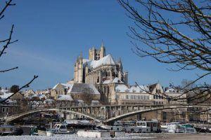 Auxerre brug kathedraal